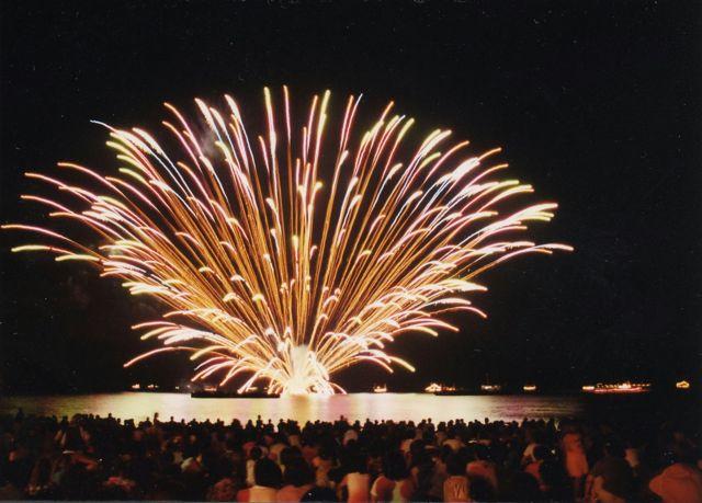 生地ゑびす祭り(くろべ生地浜海上花火大会)