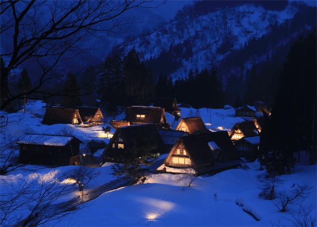 相倉合掌造り集落ライトアップ「雪原に浮かぶ日本の原風景」