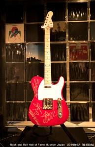 ロックの殿堂イーグルスサイン入りギター