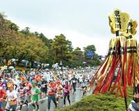 明日、『金沢マラソン』が号砲。金沢市内をランナーが駆け抜ける。