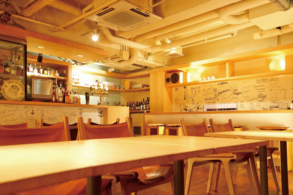 カフェ・バー・マルチスペースpuddle/social