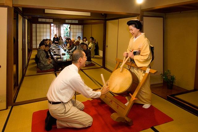 お座敷遊び体験 金沢芸妓のほんものの芸にふれる旅