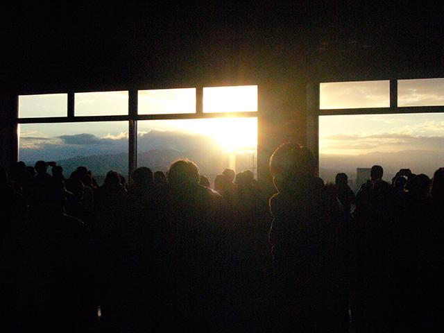 石川県庁舎19階展望ロビー 年始の早朝開館&新春ミニコンサート