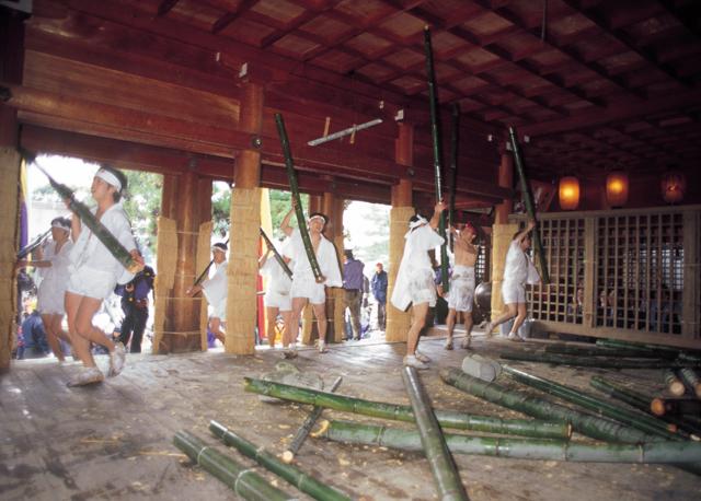 菅生石部神社(すごういそべじんじゃ) 御願神事(竹割まつり)