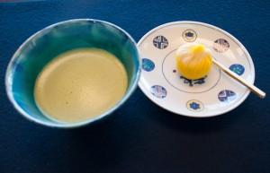 抹茶とオリジナル生菓子